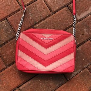 Michael Kors Jet Set Pink Chevron Crossbod…